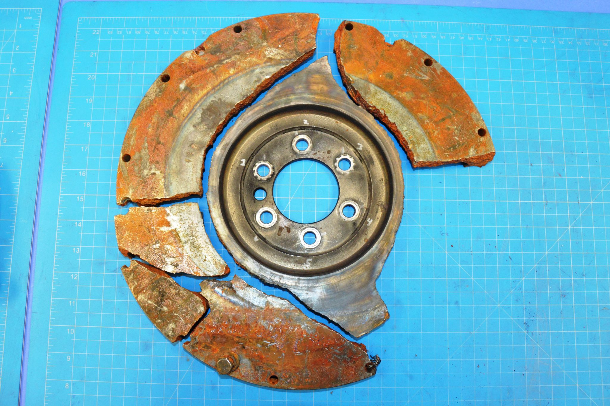 Automotive flywheel failure analysis